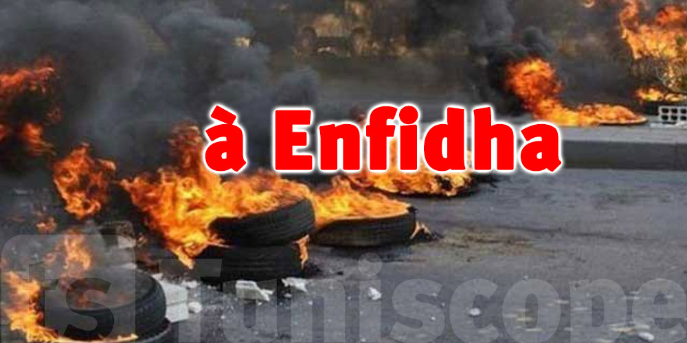 Des manifestants bloquent la route d'Enfidha