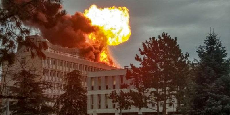 Explosion de bouteilles de gaz sur le toit d'une université en France, trois blessés