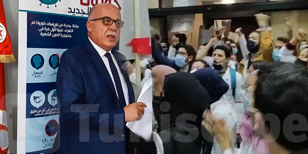 بالفيديو: الأطباء الشبان يصرخون ''ديغاج'' أمام مكتب وزير الصحة
