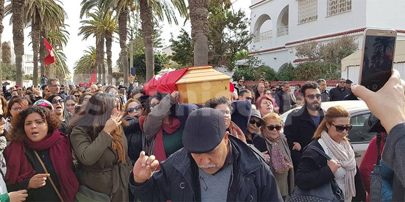 En vidéo : Une marée humaine venue saluer la dépouille de Lina Ben Mhenni