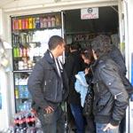 Les Tunisiens se préparent au couvre feu