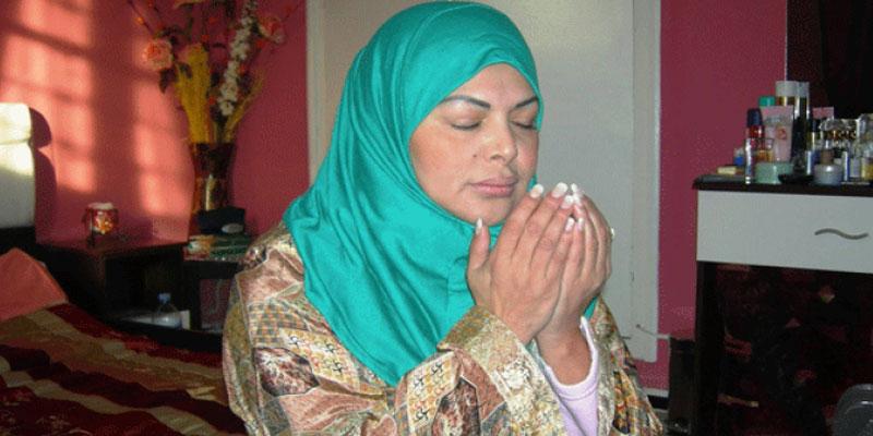 فيديو: فلة الجزائرية تثير جدلا...ترتدي الحجاب وتُؤذّن!