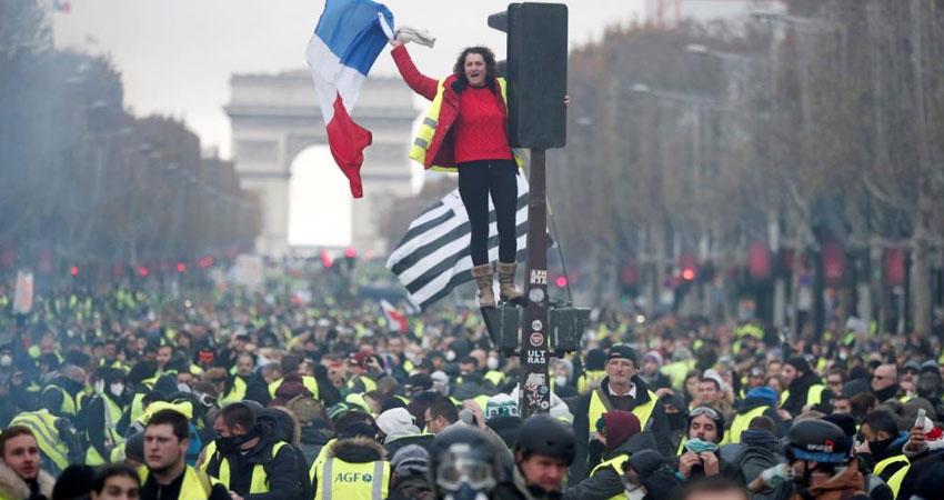 نحو ألفي متظاهر من حركة السترات الصفراء يتجمعون في باريس