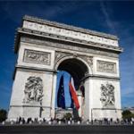 نائب من اليمين الفرنسي يدعو إلى عدم منح المساعدات الاجتماعية للمهاجرين