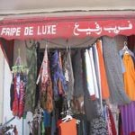 Pour la fête de l'Aïd, les tunisiens piochent leurs vêtements dans des tas de fripes