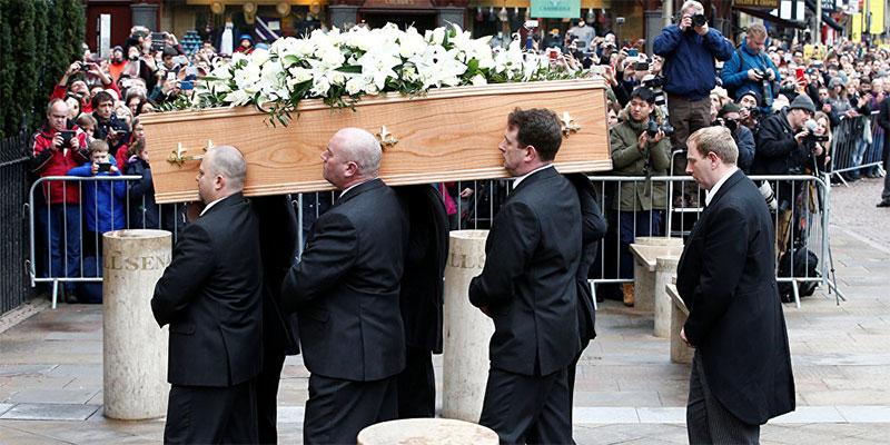 بالفيديو، ميت يتحدث ويفجر الضحك خلال جنازته