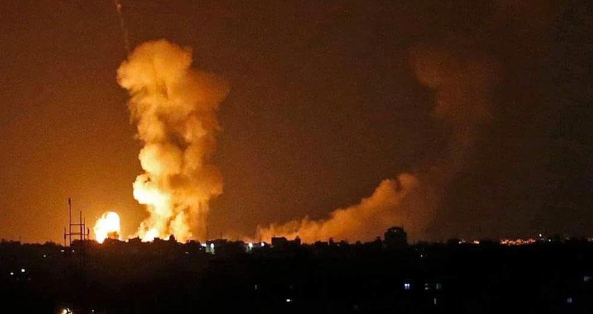 الاحتلال الإسرائيلي يعاود شن غارات على مواقع لحماس في قطاع غزة