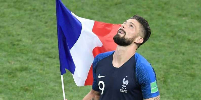بطل العالم جيرو يسخر من إنجلترا
