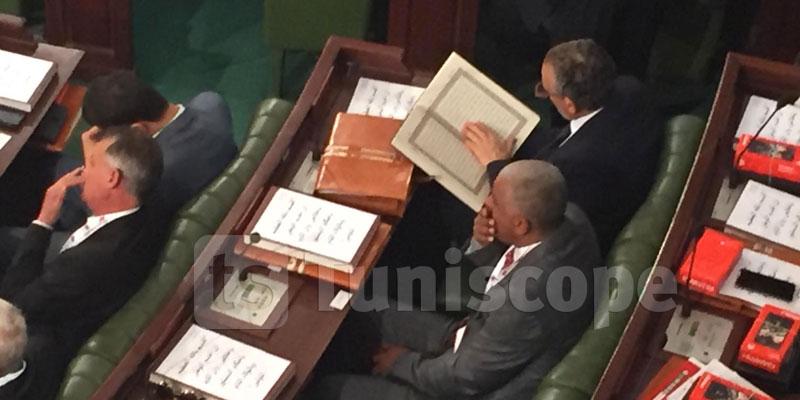 في جلسته الأولى في المجلس، غازي القروي يقرأ القرآن
