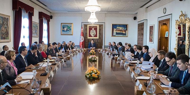 رئاسة الحكومة تتعهد بتأمين تواصل عمل المصالح والمرافق العمومية