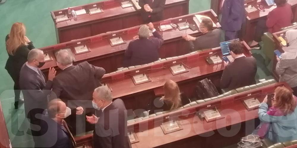 بالصور.. قبل انطلاق الجلسة العامة، التعقيم أولا