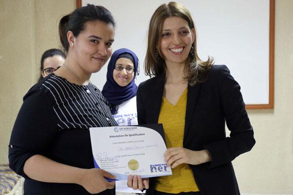 En photos : Jeunes et Technologie créant des solutions pour les femmes des régions à fort potentiel