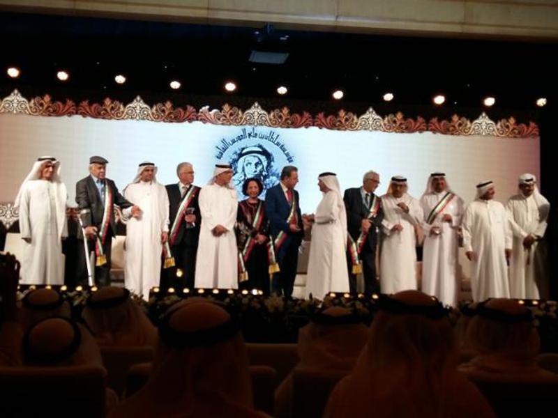 الدكتور حمادي صمود يتسلم جائزة مؤسسة سلطان بن علي العويس الثقافية