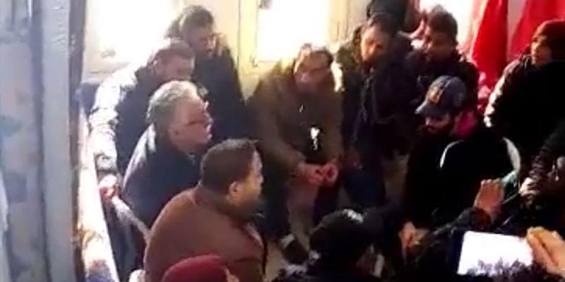 محتجّون يربطون أنفسهم بالسلاسل: حمّة الهمامي في دوّار هيشر
