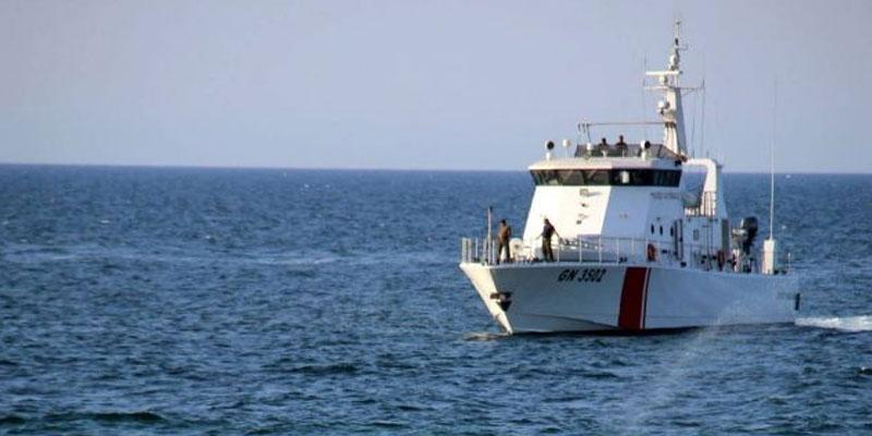 جرجيس: جيش البحر ينقذ 15 ''حارقا'' بعد تعطّب مركبهم
