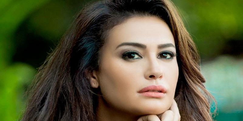 En photo : Hend Sabri critiquée pour son look à la Fashion Week de Paris