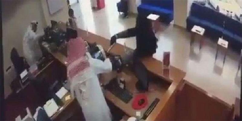 بالفيديو : تنكر بزي امرأة ولبس النقاب وسطا على مصرف بمسدس للأطفال!