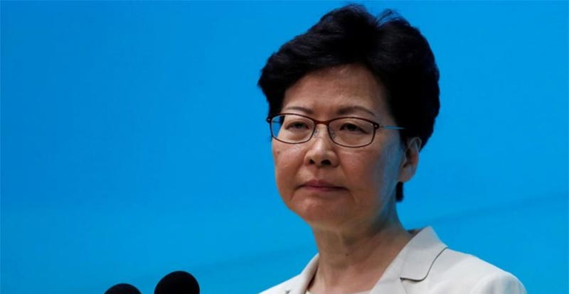 زعيمة هونغ كونغ تعتذر للمسلمين عن رش الشرطة مسجدًا بخراطيم المياه
