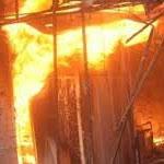 La maison d'un trafiquant prend feu, une femme meurt