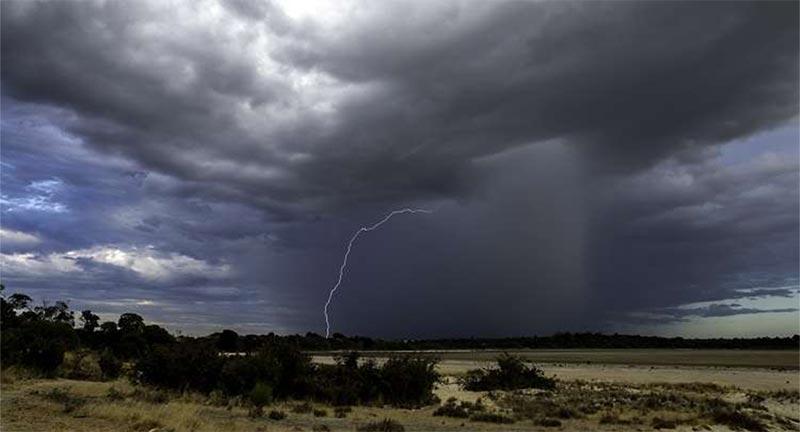 اليوم: أمطار وصواعق في هذه المناطق