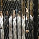 انسحاب الدفاع بعد رفض المحكمة إزالة الحاجز الزجاجي عن مرسي