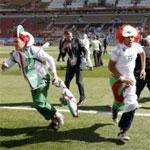 Les algériens envahissent le terrain et Obama parie une bière