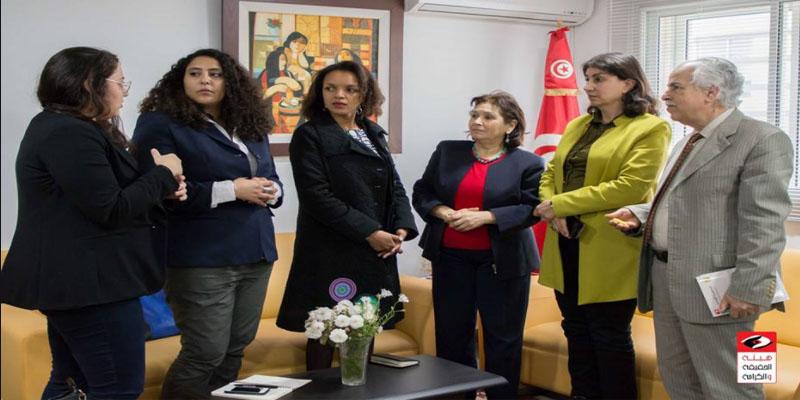 منظمة العفو الدولية تسلم هيئة الحقيقة والكرامة أرشيف المنظمة في تونس
