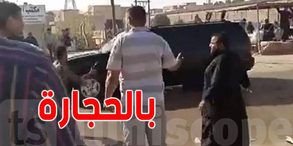 بالفيديو..رشق موكب رئيس وزراء العراقي بالحجارة