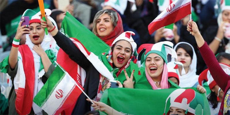 إيرانيات يشجعن منتخبهن من المدرجات لأول مرة منذ 40 عاما