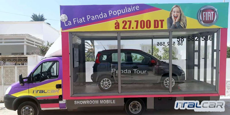 Panda Tour : La Fiat Panda défile dans un showroom mobie