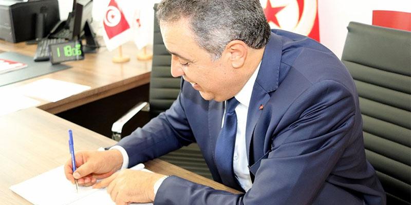 بالصور، مهدي جمعة يقدم ملف ترشحه للإنتخابات الرئاسية