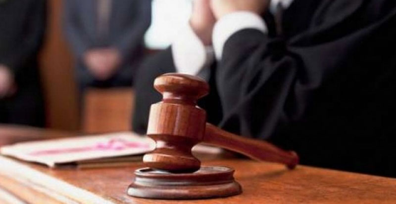 قاض يطلق النار على نفسه في قاعة المحكمة