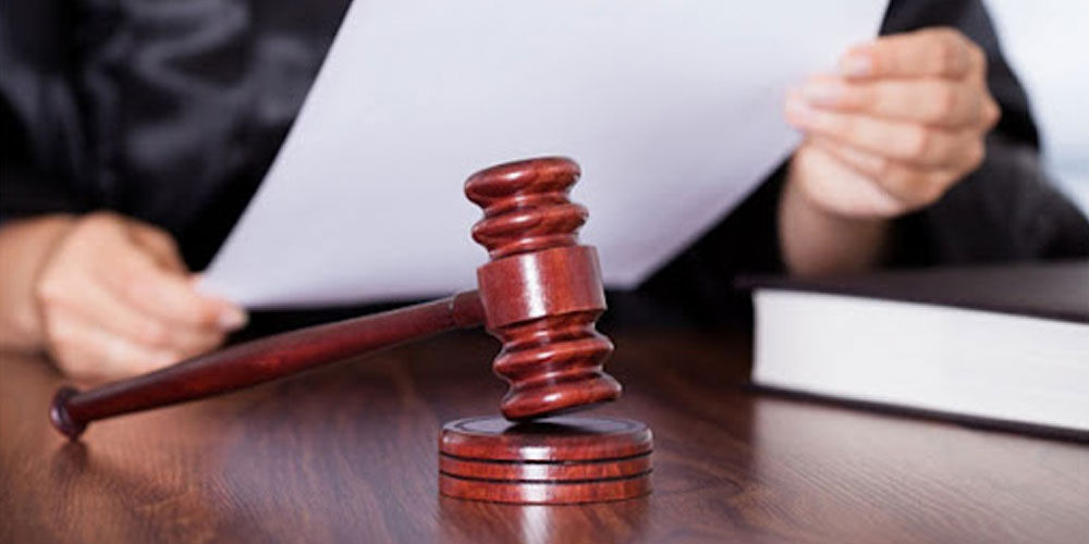 Mandat de dépôt contre la juge arrêtée avec 1,5 million DT de devises