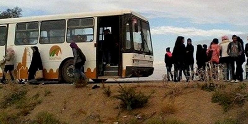 Pour dénoncer les mauvaises conditions, des élèves bloquent un bus scolaire