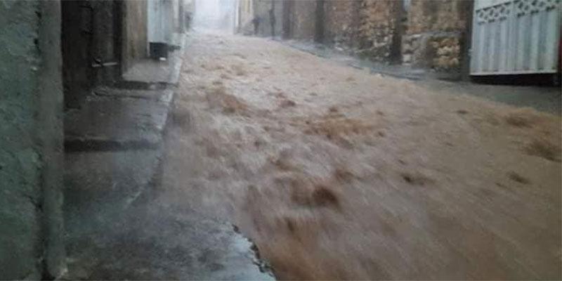 وفاة مواطن جرفته مياه الامطار داخل سيارته بالڨصرين