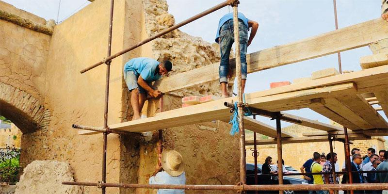بالصور: وزير الشؤون الثقافية يشرف على انطلاق عملية ترميم قوس القشلة بغار الملح