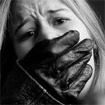 Un groupe kidnappe une jeune fille et demande une rançon à sa famille