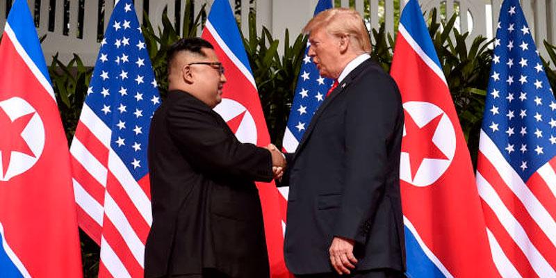 Kim s'engage pour une ''dénucléarisation complète'' lors d'un sommet historique avec Trump