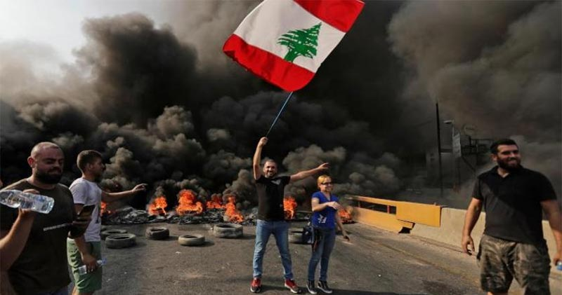 لبنان.. الاحتجاجات تتصاعد لليوم الثاني وسفارات تحذر رعاياها