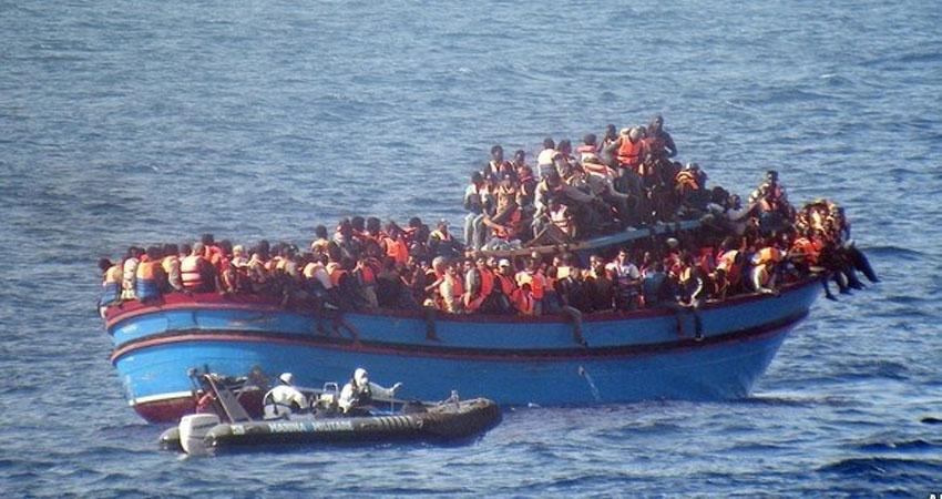 إنقاذ 450 مهاجراً في البحر المتوسط