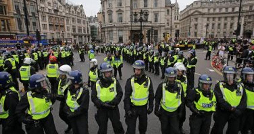 الشرطة البريطانية تلقي القبض على 460 من أنصار حماية البيئة في لندن