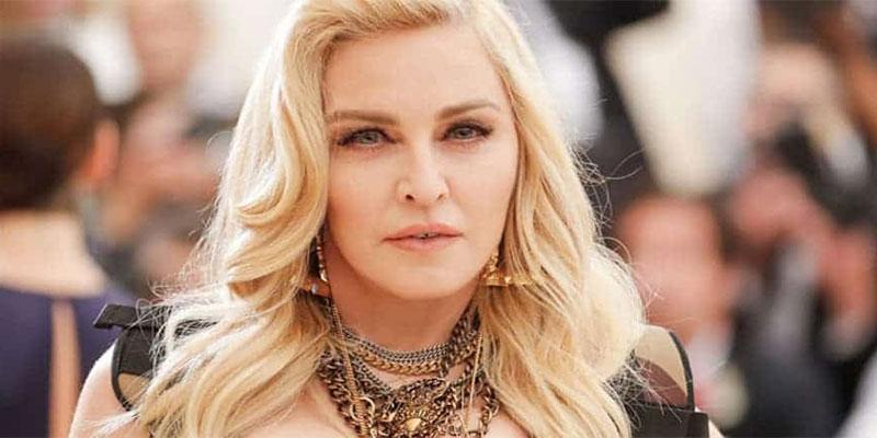 En photo : Madonna débarque en niqab à l'aéroport international JFK de New York