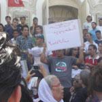 Maintenant devant le Théâtre Municipal : des manifestants appellent les juges ... à la justice