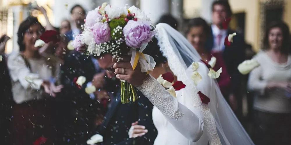 حفل زفاف يسفر عن وفاة العريس بكورونا وإصابة 95 من المدعوين