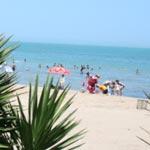 Vague de chaleur : La plage de la Marsa remplie au cours de la semaine