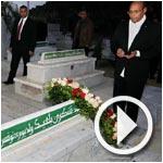 بالفيديو : المنصف المرزوقي يضطر للخروج فجرا لزيارة ضريح الشهيد شكري بلعيد و الترحم على روحه