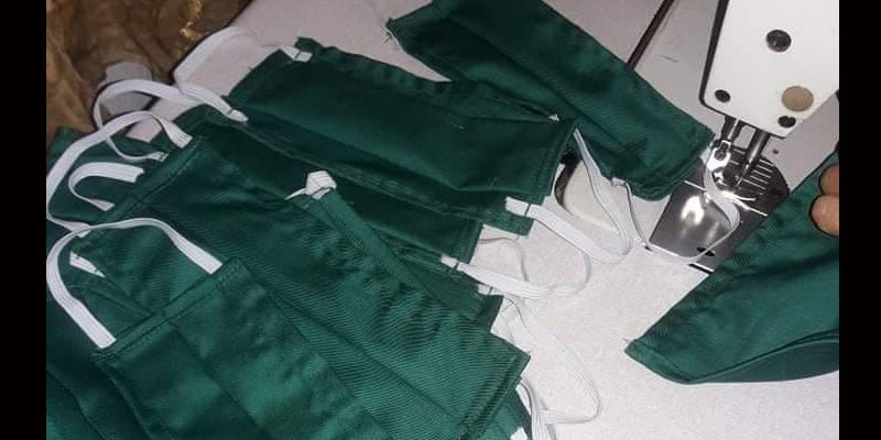 Deux sœurs produisent des masques volontairement pour l'hôpital de Ben Guerdane