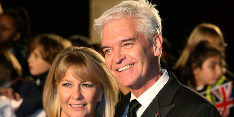 مقدم برنامج  ''هذا الصباح'' البريطاني يقر بمثليته بعد زواج دام 27 سنة
