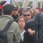 Maya Jribi vivement accueillie et soutenue par les manifestants de Bardo 1