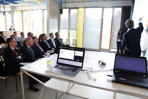 وطني برلين: رئيس الحكومة مهدي جمعة يزور مركز التجديد التكنولوجي meh-180614-7-500x100